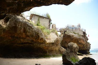 Ulu Watu - construction sur les falaises